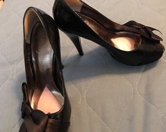 Adorable Paris Hilton Black Pumps Size 5.5