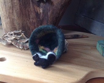 Felted hedgehog in den with maple leaf,Soft sculpture,Miniature,Hand made