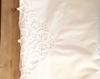 White Battenburg Sheet, Vintage Battenburg Flat Sheet, Full Size, Shabby Cottage Bedding, Farmhouse Bedding,