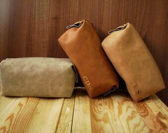 Personalized dopp kit, Zipper cosmetic bag, Shaving set, Toiletry bag, Makeup, Groomsman, Wedding present, Mens travel bag, Vegan leather