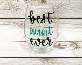 Best auntie ever // aunties wine glass // wine glass gift // Gift for auntie // best aunt ever // Christmas gift for her // wine lovers gift