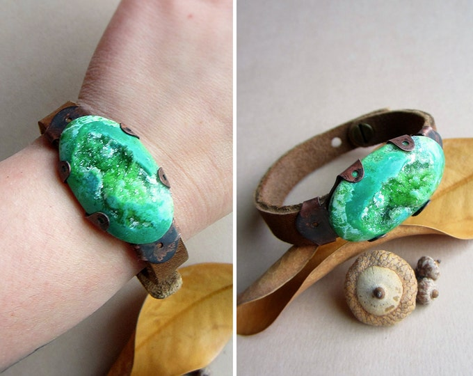 Adjustable genuine leather cuff bracelet with dazzling green druzy Agate set in handcrafted rustic copper bezel.