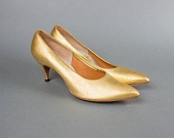 Vintage 1950s Shoes | 50s Metallic Gold Leather High Heel Stiletto Pumps (womens 9 9.5)