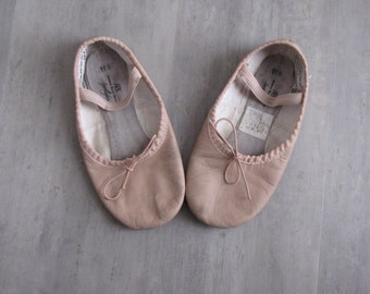 Vintage Pink Leather Girl's Dance Shoes - size 11.5