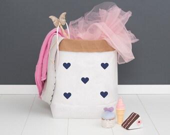Paper bag M - dark blue - heart powder cloud