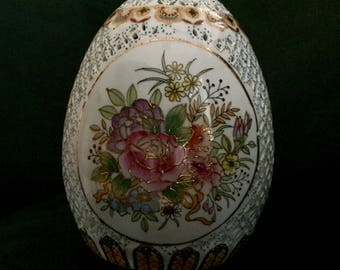 Large Lattice-cut Hollow Egg