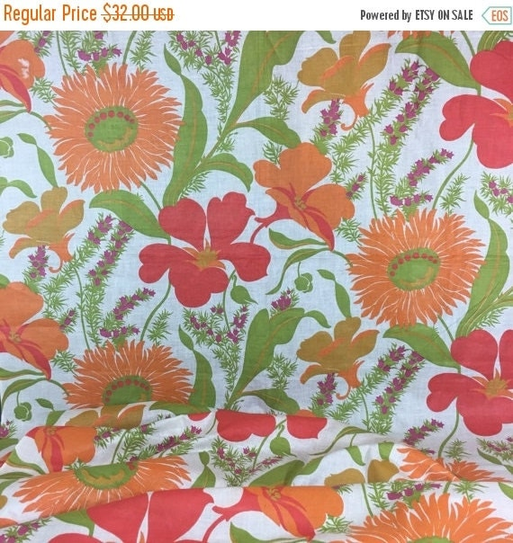 ON SALE Large Print floral Fabric, Retro Sewing and Home Decor, Vintage Cotton Yardage, 4yds