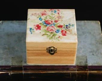 Wooden jewelry box with flowers, Trinket box, Storage box, Rustic box, Jewelry organizer, Jewelry box, Rustic jewellery box, Floral box