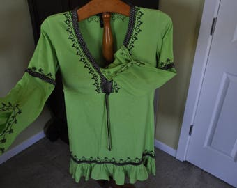 Bohemian shirt by Moday. Beautiful forest green with metallic brown accents - Sz SM.