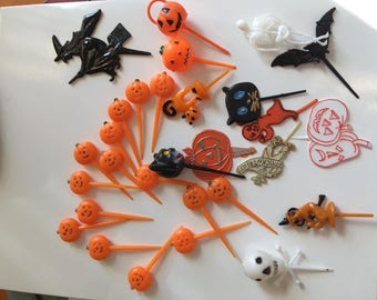 Vintage Lot of Halloween Cake Dessert Cupcake Plastic Toppers Orange JOL Pumpkins Black Cats White Skeletons Free Ship to USA CANADA