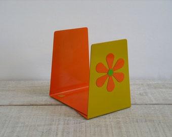 Vintage Pair of Metal Bookends ~ Set of 2 Yellow & Orange Mod Daisy ~ Office Shelf Book Organizer Divider (B7)