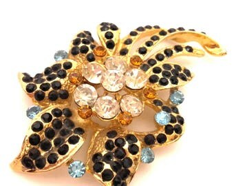 Sutured Brooch Vintage Charming Flower Golden Brass Colored Crystal Austria