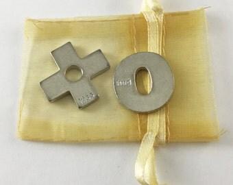 Set of 2 XO (Hug and Kiss) Pocket Tokens with Organza Bag