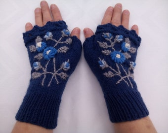 Knitted Fingerless Gloves, Gloves & Mittens, Gift Ideas, For Her, Winter Accessories, Ivory, Roses,