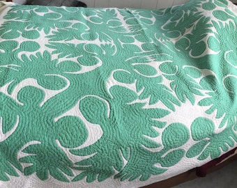 Gorgeous vintage hand quilted Hawaiian appliqué quilt in green on white; ulu (breadfruit) pattern