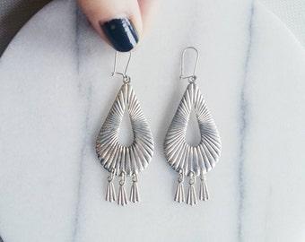 Vintage Ethnic dangling Earrings, silvered metal bohemian style