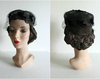 Vintage 1950s Net Pillbox Hat · Black, Veiling, Birds