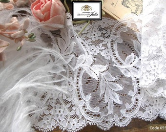 Luxurious style Chantilly lace