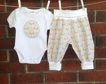 Unisex baby outfit gray, fox baby clothes, gender neutral baby clothing, size nb 3 6 12 18 mths, shower gifts unisex, new baby sets foxes