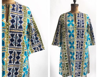Brightly abstract patterned blue and green shift dress with bell sleeves. Size XL.