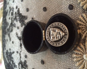 Antique Silver tone French Buttons, With Dancing Lion, 2 cm Button