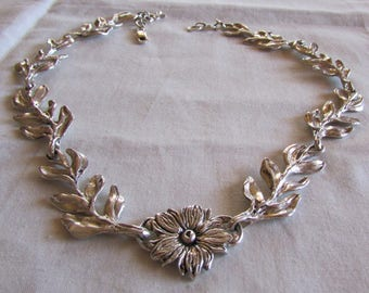 Sterling Silver Center Flower and Side Leaves Necklace