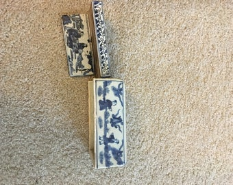 Two blue and white Chinese ink wells.