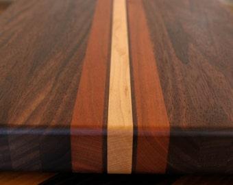 "Edge Grain Cutting Board, chopping block, in a ""Striped, Stringer Style"" Pattern"