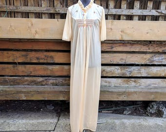 Vintage 1970's MONA LISA Full Length Peach Peignoir Nylon Embroidered Dressing Gown / Robe Vintage Extra Large