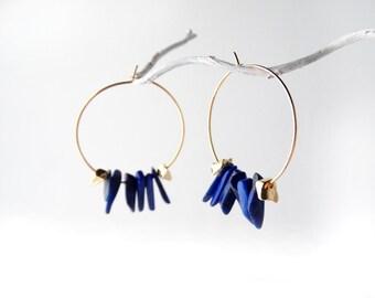 Nefertiti Gold loop with a trail of lapis lazuli slivers. UK seller