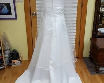 White ribbon edge veil