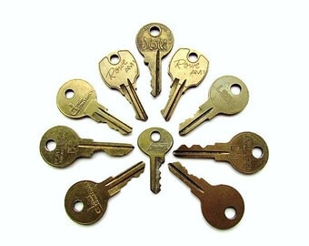 10 Vintage Keys Brass Keys /  Master Lock,  Altered Art, Steampunk, Jewelry Supplies, Art Supplies, Scrapbook, Journal