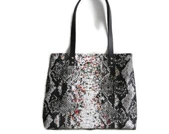 Fake snakeskin tote bag, faux snake leather shopper, fashionable shoulder bag, black and whitesnake print, school bag, zippered tote bag