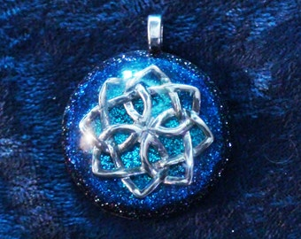 Celtic Flower Knot Vishuddha Chakra-Tuning Blue Orgone 30mm Pendant 72 energy harmonizing crystals Quartz adjustable cord / silver chain