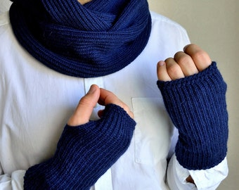 Knitted men's snood scarf and arm warmers set