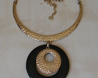Vintage R.J. GRAZIANO Hammered Gold Statement Bib Necklace Cn Signed