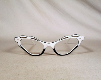 fabulous vintage sunglasses lunettes eyeglasses 1960 cat eye carved frame france rare