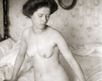Alfred Stieglitz,  Clarence H. White Photo, female figure on a bed, early 1900s