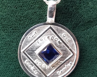 ssj010- NA Silver Medallion Pendant .925 Sterling Silver With Blue Gem Stone
