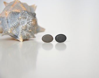 Beach stone earrings, Pebble stud earrings, Beach rock earrings, Natural material jewelry, Beachlover gift, Black& grey pebble stud earrings