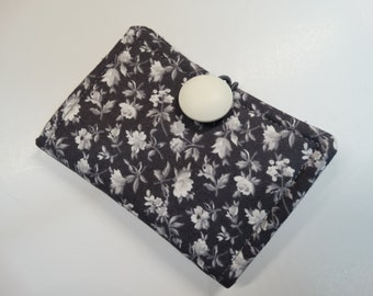 Tea Wallet - Tea Pouch - Tea Travel Bag - Tea Purse - Purse Accessory - Padded - Floral - White - Grey