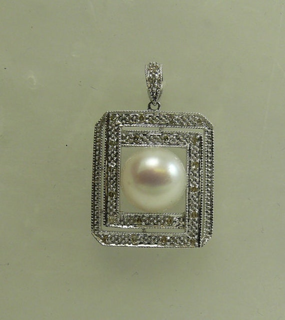 Freshwater 9.8mm White Pearl Pendant 14k White Gold and Diamonds 0.17ct