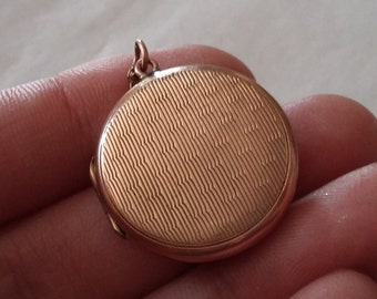 Vintage 9ct Rolled Gold Back and Front Round Locket Art Deco Patterned Locket Pendant, Esme, Circa 1945