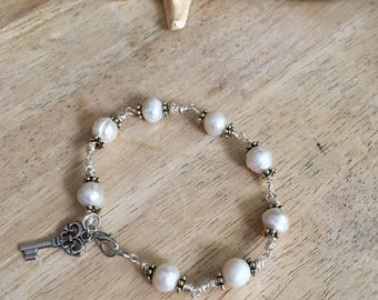 Pearl bracelet with key charm