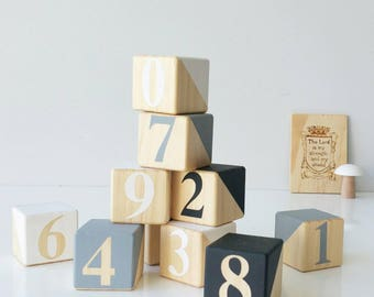 Wooden Number blocks ~ Monochrome 1 2 3 building blocks ~ Educational ~ Numbers from 0 - 9 ~ 4x4 cm. PINE dipped in Black, Grey and White