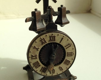 Play Me Balance Clock Pencil Sharpener
