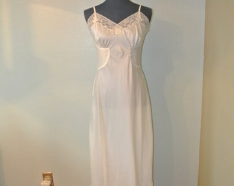 Gorgeous 1950s Barbizon Acclaim Full Slip
