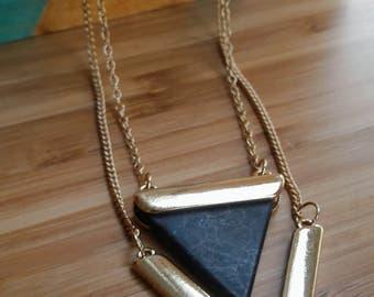 Collier triangle marbre noir & doré | livraison gratuite | Rock et tendance | Cadeau original pour elle | Pour tous les jours | A offrir