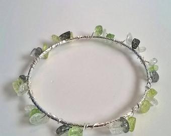 Green & Crystal Quartz Stone Chip Wire Wrapped Silver Bracelet, Green Stone, Beach, Chakra Jewelry, Healing Stone, Pretty Bangle, Stackable