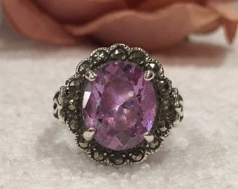 Superb Vintage STERLING SILVER Classic Design Ring-Large Amethyst Crystal surrounded by MARCASITES-Uk Size M-Us Size 6 - 7.51 grams